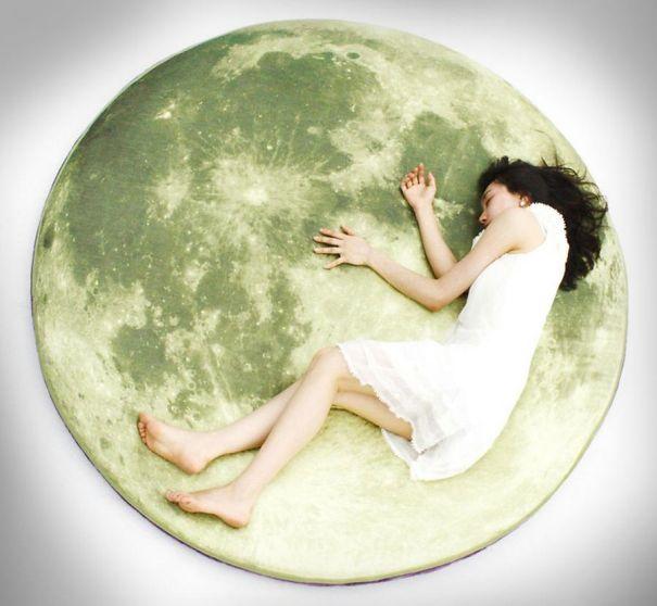 Ay Üstünde Yastık